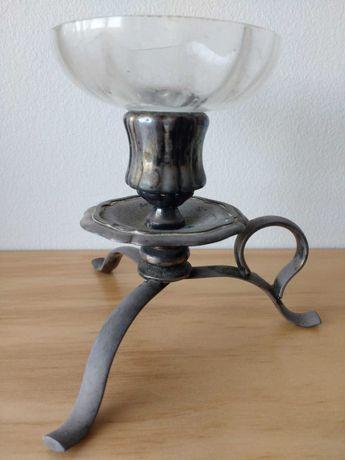 Castiçal de casquinha com prato de vidro, com quase 100 anos