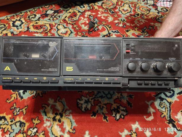 Двухкассетный магнитофон Маяк с двумя колонками возможен торг