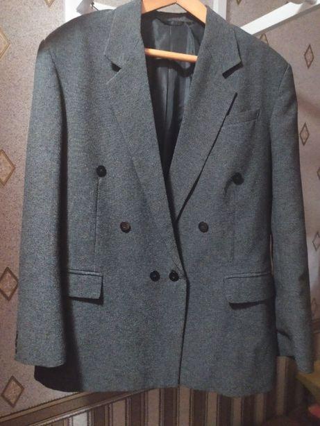 Пиджак мужской в отл состоянии.