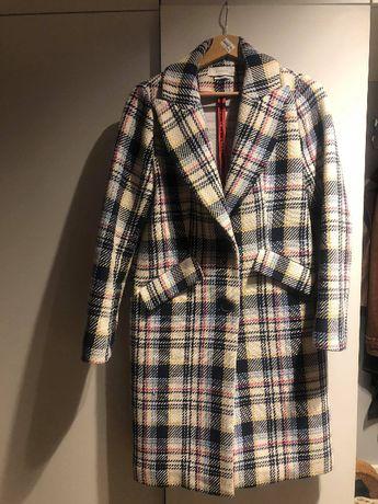 Płaszcz w modną kratę Reserved
