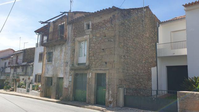 Duas casas para recuperar em São Miguel de Acha