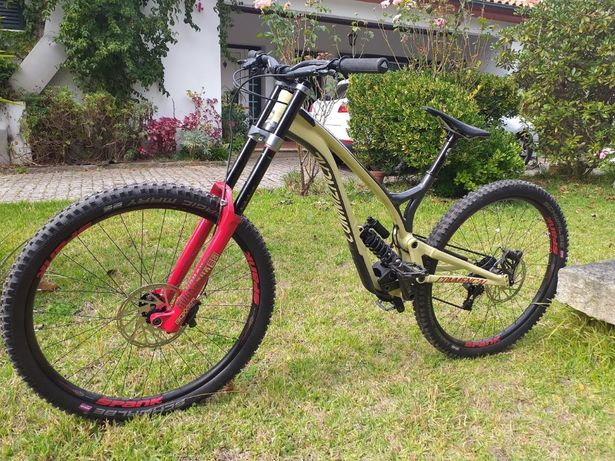 Bicicleta Commencal Supreme DH 29 2019