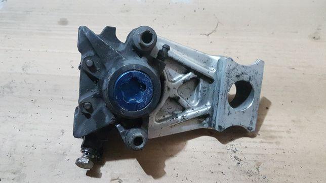 Yamaha R1 Rn04- zacisk mocowanie tył