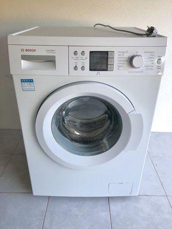 Máquina de lavar roupa Bosch modelo Avantixx 7 com cuba em inox.