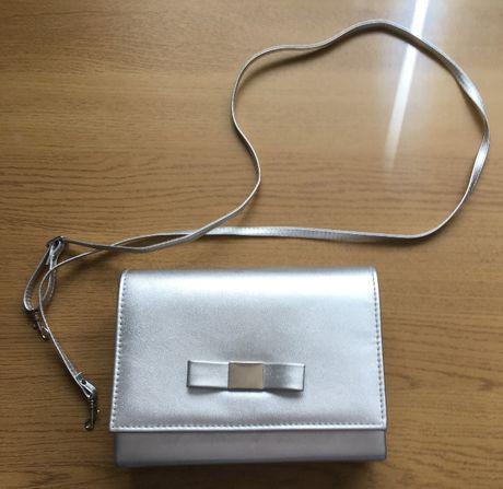 Torebka kopertówa srebrna wizytowa