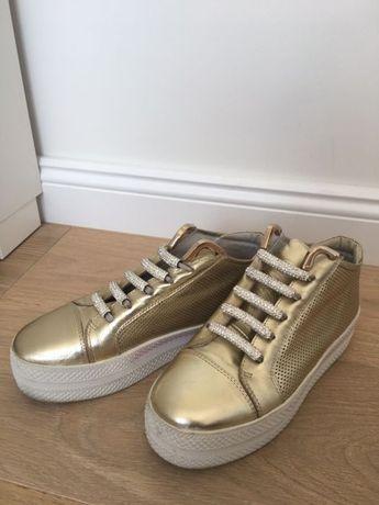 Buty sportowe złote