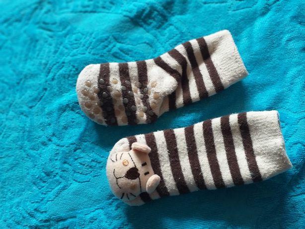 Детские носочки с тормозами и погремушкой