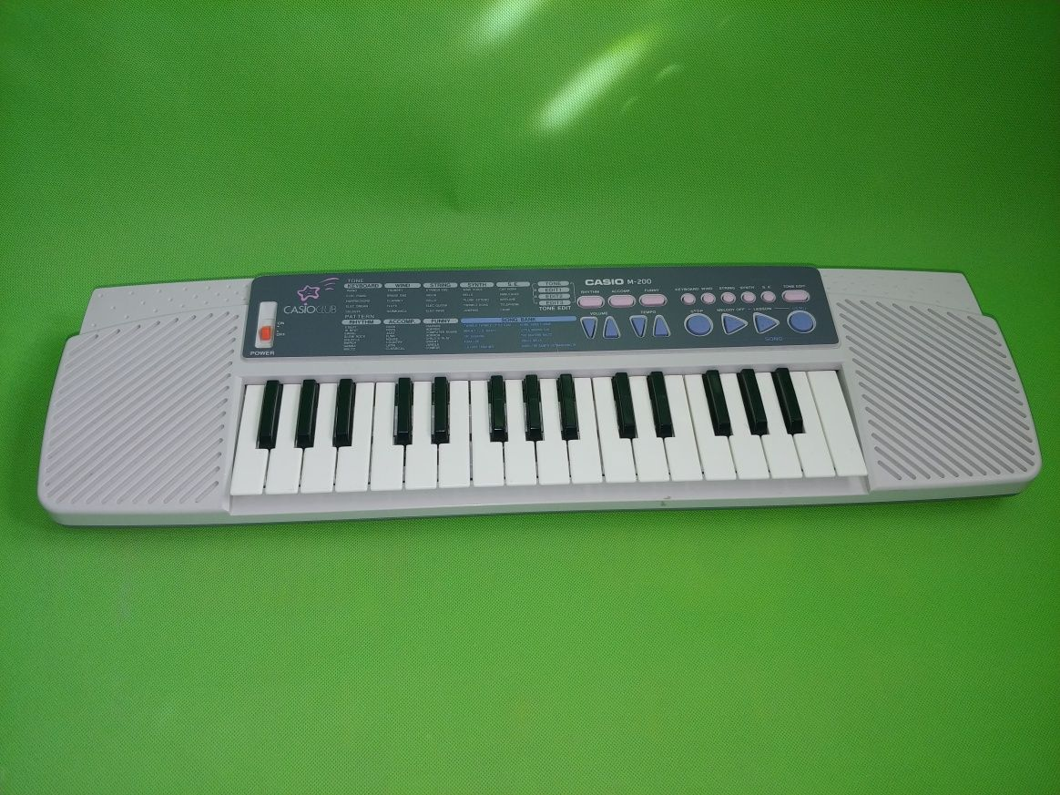Casio Club m200 (pianino kompaktowe) keyboard