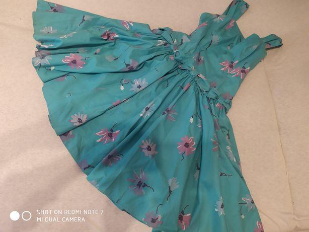 Sukienka z fiszbinami