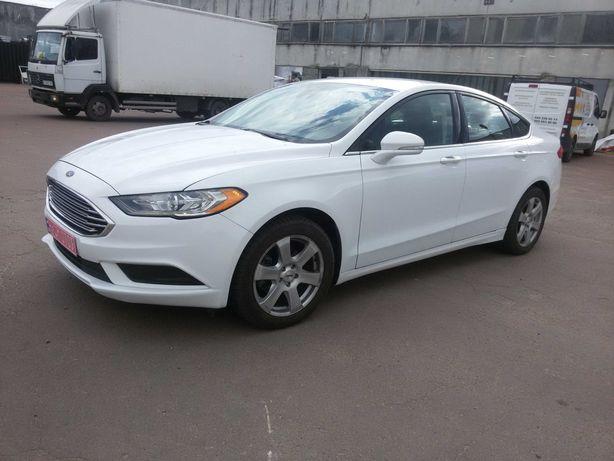 Автомобиль белого цвета 2017 года FORD