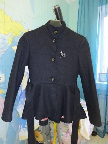 Пальто с баской на девочку, размер 146