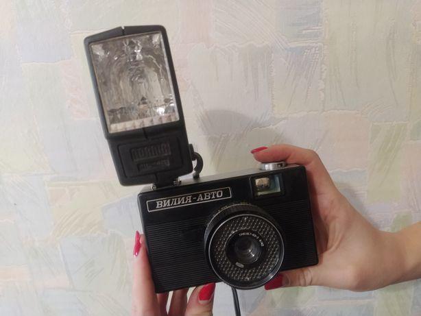 Фотоаппарат плёночный со вспышкой советский