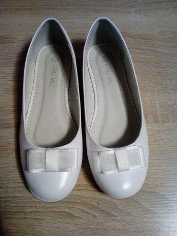 Buty balerinki białe