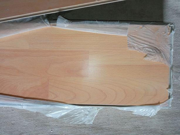 Nowa paczka paneli podłogowych