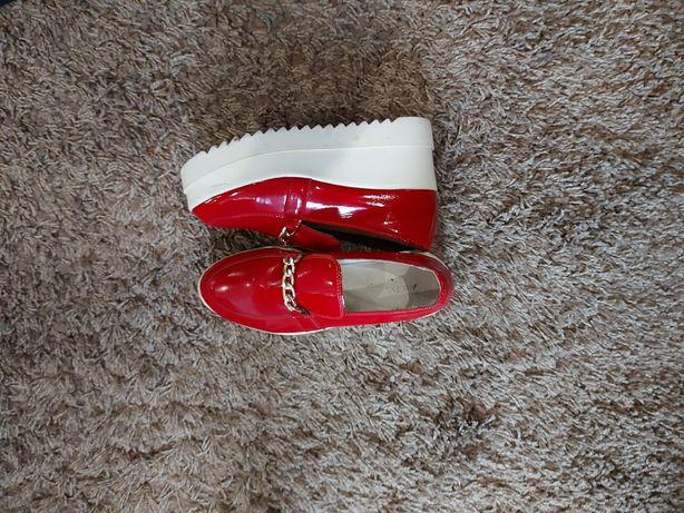 37р!Красные слипоны туфли на танкетке