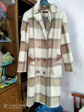 Продам клетчатое пальто