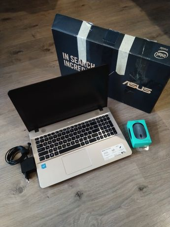 Ноутбук Asus HDD-500gb RAM-4gb экран-15,6 4К АКБ-6 часов