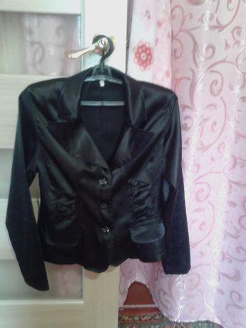 Продам костюм 46р