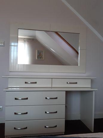 Toaletka biała lustro