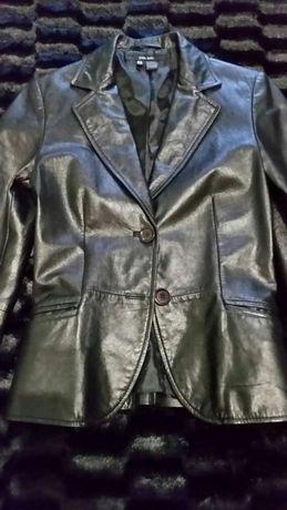 Vendo casaco cintado cor preto 100%pele tamanho S