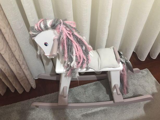 Vendo cavalo Rocking Horse como novo