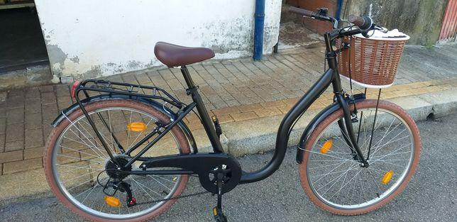 Bicicleta senhora com cesto roda 26 COMO NOVA