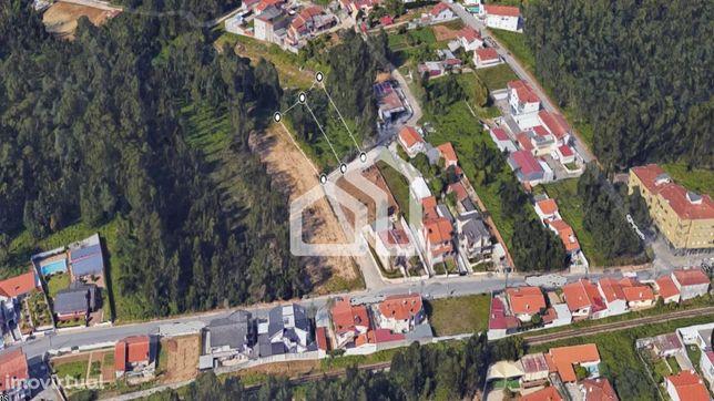 Terreno com 2 artigos para construção de Moradias