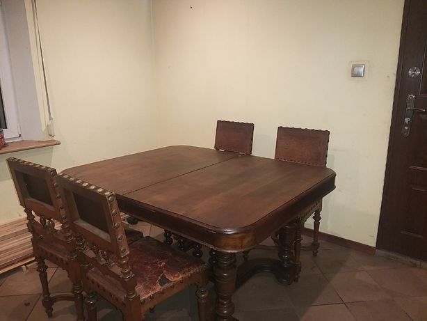 Stary stół antyk z krzesłami
