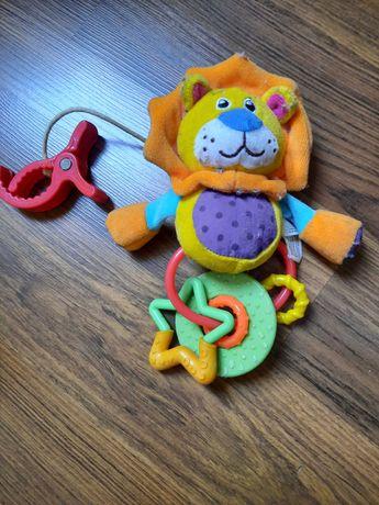 Lew grzechotka, zabawka pluszowa do zawieszenia na poręczy łóżeczka .