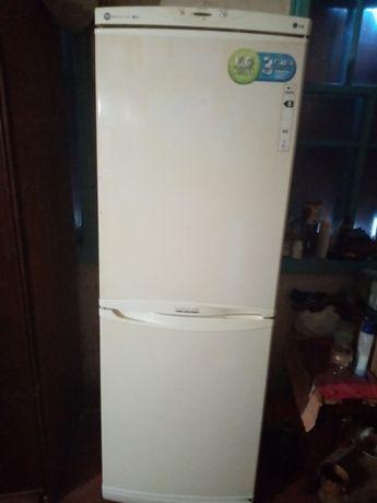 Продам СРОЧНО Холодильник no frost LG