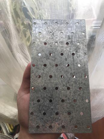 Пластина перфарована, металева, монтажна 100*200мм