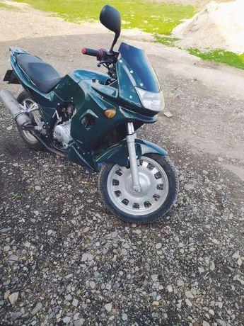 Мотоцикл 200кубів