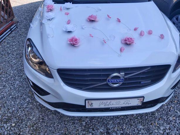 Dekoracja na samochód do ślubu biało różowa