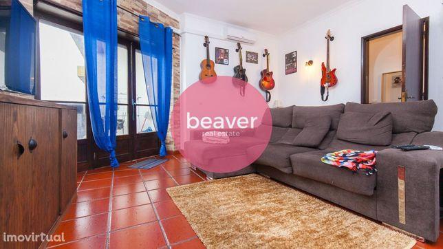 Apartamento T3 + 2 + Cozinha Equipada + Sótão, Benavente