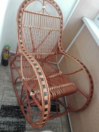 Fotel wiklinowy bujany