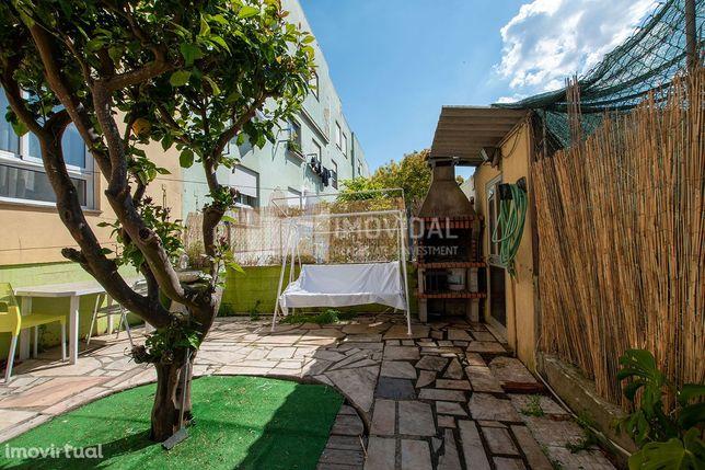 Apartamento T2 com terraço, em Caxias