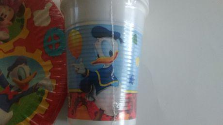 Nowe plastikowe kubeczki Myszka Mickey na urodziny – 8 szt.