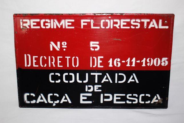 Antiga Placa em metal - Regime Florestal - COUTADA DE CAÇA E PESCA