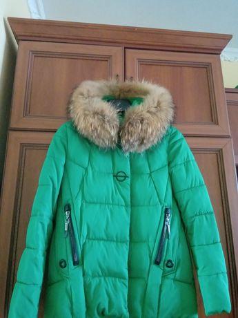 Зимова куртка,насичено зеленого коліру