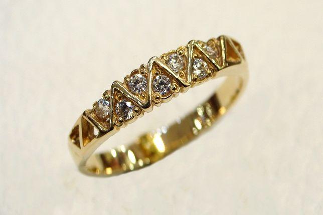 Złoty pierścionek z cyrkoniami 585 r. 19 - CHORZÓW- Zapytaj o rabat!