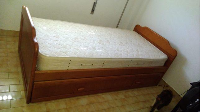 Cama de madeira/pinho mel