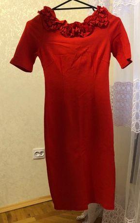Жіноче плаття (приталене)