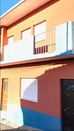 Moradia com 5 Assoalhadas, 2 Andares, Centro de Castelo Branco.