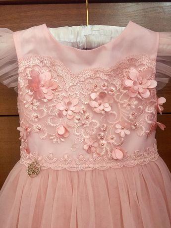 Нове чудове плаття для дівчинки