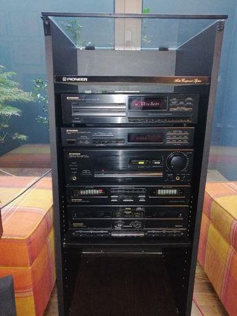 Aparelhagem PIONEER DC-Z82, composta por amplificador/equalizador, cds