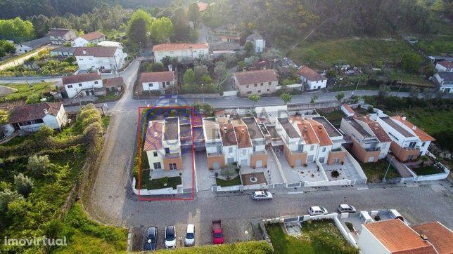 Excelente Moradia T3 na Urbanização de Boi Morto em Manhuncelos