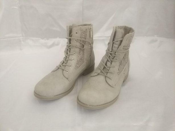 Продам нові чобітки Footwear Trade Mark