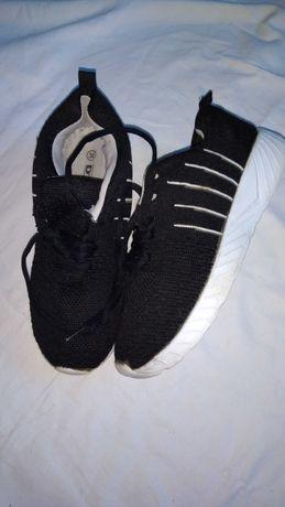 Фирменные кроссовки ,унисекс.недорого