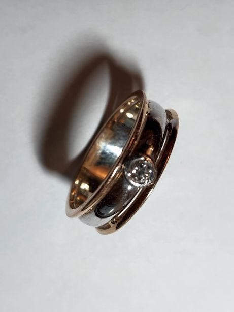 Продам кольцо с бриллиантом, золото 585 пр.