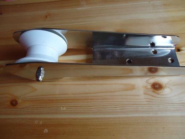 Duża rolka kotwicy , rolka kotwicza , winda , wiosła , łódka wędkarska